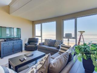 Contemporary oceanfront condo w/amazing views, dog-friendly!, Rockaway Beach
