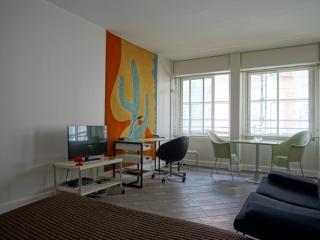rue de Ponthieu 75008 PARIS - 108017