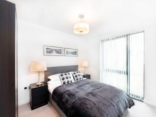 Central London Apartment En-suite With French Windows (Sleeps 6)