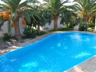 Pool - Houdis Houses