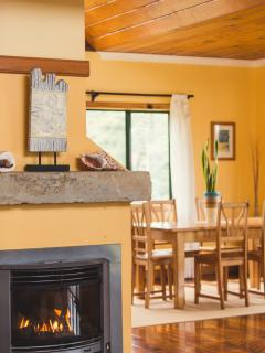 Hilli Cottage - Gas Fireplace to Keep Warm on Cool Nights