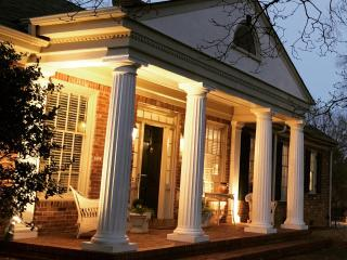 THE MAGNOLIA HOUSE--LUXURIOUS ACCOMMODATIONS OVERLOOKING OVERTON PARK