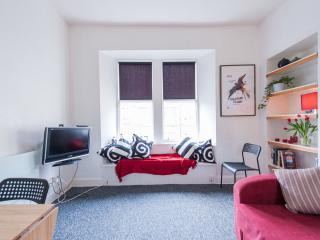 Central 1 br flat, 10 mins main city attractions, Edimburgo