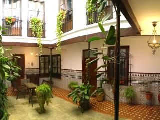 Two bedroom flat - Courtyard House! (Casa-Patio)
