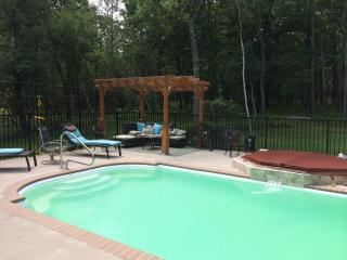 4 Bedroom & HEATED Private Pool!