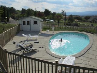 Ardeche Grospierres  3 * 3 chambres piscine  chauffee rien que pour vous