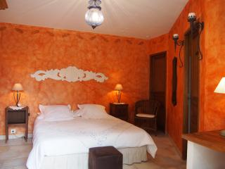 Clos des lavandes-charming BandB - room  2 people, Lacoste