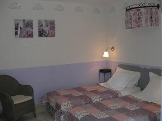 Clos des lavandes-charming B&B 2 people-terrace, Lacoste