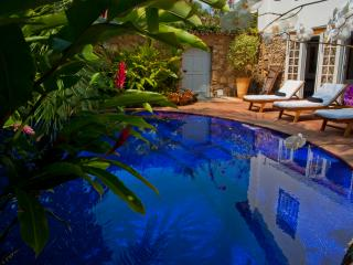 Colonial house with pool in Downtown Paraty