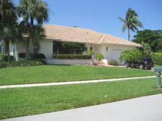 Beach Walk Villa with private pool and boat dock, Marco Island