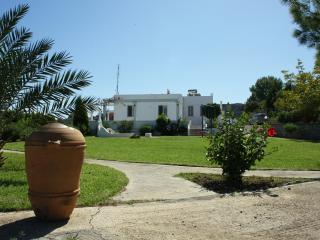 Big Villa countryside, quiet location, big garden, 5min from beach(car)