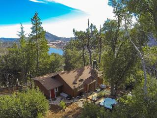 Luxurious TREE HOUSE Overlooking Lake + SPA, Julian