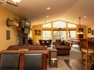 5-Star Luxury Cabin! Great Location! Pool! Darts!, South Lake Tahoe