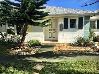 Charming 2/2 Villa 9 Minutes from Beach, Boynton Beach