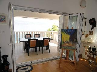 Luxury Beachfront Villa Matista-Black&White apartm, Slatine