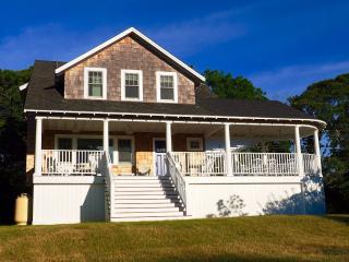 Newly Renovated with Fabulous ocean views, Oak Bluffs