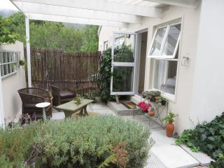 Tranquil & Romantic Courtyard Unit, Hout Bay
