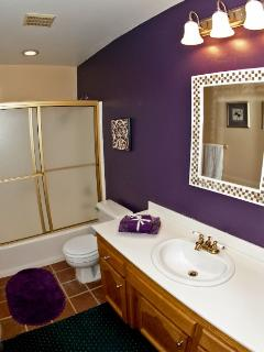 Bathroom wit tub