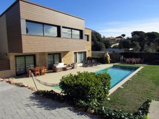Magnífica Casa de 500m2 con 2 piscinas HUTG015803