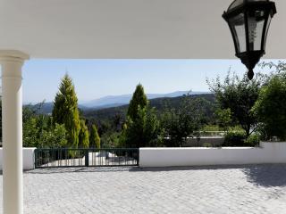 Stijlvolle accommodatie met prachtig uitzicht, prive zwembad en wijngaard