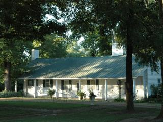 Historic Log Cabin Circa1800-25 min from Nashville, Hendersonville