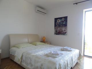 Deluxe one bedroom apartment SunRose (2+2), Sveti Stefan