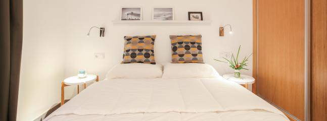 Dormitorio con cama doble (150x200) y armario emportrado