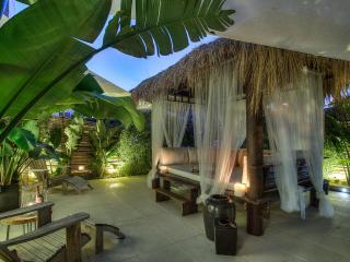 Amazing Royal Beach Apartment With Balinese Garden, Ibiza Ciudad