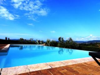 Charming 6 BR Villa with Marvellous Private Pool