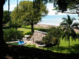 Beachfront, 6bd, Pool, Maid, Cook, SUV's, 7 Kayaks, Great Elevated House Views, Jacó