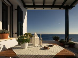 Villa Thimari just steps away from the shore, Tinos