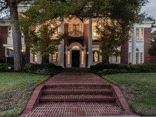 Historic Colonial Mansion, Dallas