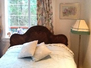 Dreaming of Lilacs - B & B at Lilac House, Sooke