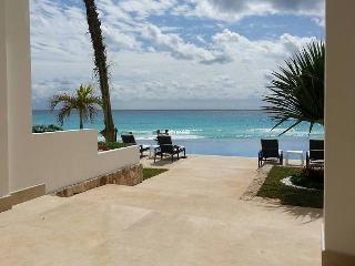 OCEAN DREAM 1 BEDROOM OCEANVIEW LOFT IN CANCUN CLUB ZONE: BEACH, WIFI, KITCHEN, Cancún