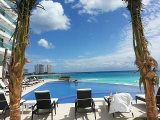 BEACHFRONT CLUB ZONE 1 BEDROOM CONDO:KITCHEN, WIFI, Cancún