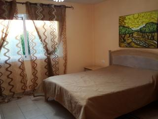 Room in Villa, common pool, 20 min to Fanabe beach, Playa de Fanabe