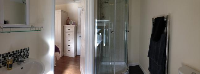 Ensuite bathroom one