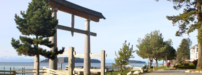 ocean front walk & pier, Sechelt, Trail Bay