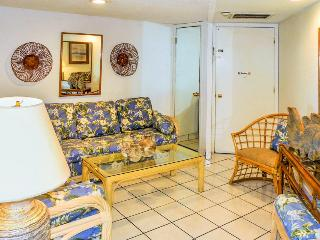 Gulf front condo w/balcony & resort beach, pool & hot tub!, South Padre Island