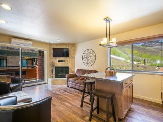 Living/Dining/Kitchen with Slopeside Mountain View