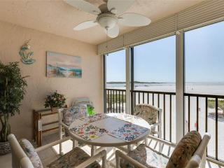 Carlos Pointe 213, 2 Bedrooms, Gulf Front, Elevator, Heated Pool, Sleeps 4, Fort Myers Beach