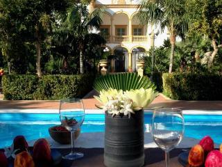 VILLA MARRONE Appartamento di lusso in villa con piscina 3 pax
