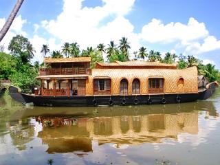 AMRUTHAM HOUSEBOATS, Kumarakom