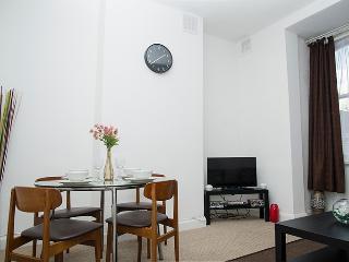 Spacious Cosy Paddington Apartment Sleeps 5 & WIFI