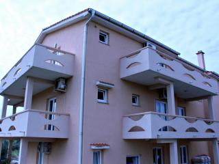 Maty A5, apartment for five in city centar, Novalja
