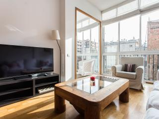 Bright and Quiet Flat in Eixample near P de Gracia