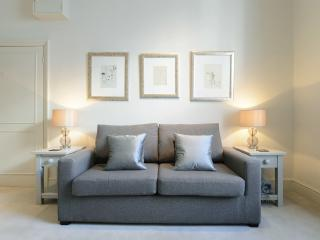 One-bed apartment on Cambridge Street, Westminster, Londres