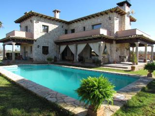 Majestic Villa Estanyol with rustic style., Llucmajor