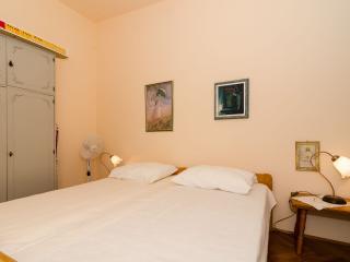 Guest House Maha - Twin Room with Shared Bathroom