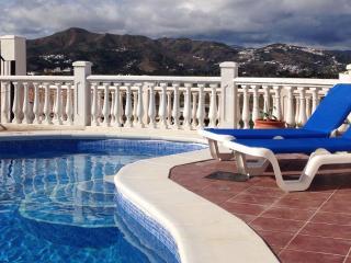 Casa Natalie, lovely modern villa, Alcaucín